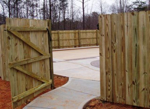Nashville Fence Company – Tennessee Custom Wood Fences–Split